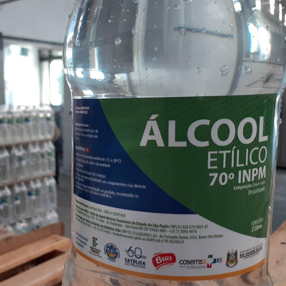 Álcool Etílico 70% é envasado voluntariamente na fábrica da Biri